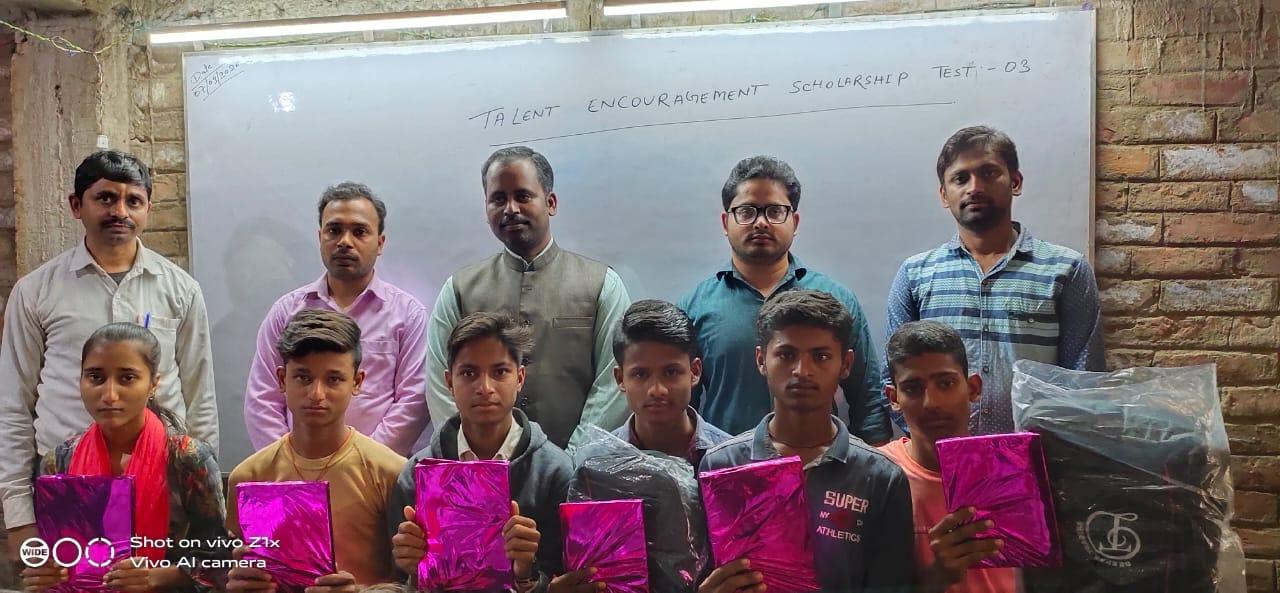 सारण:अगर जज्बा हैं,पढ़ने का तो हम पढ़ायेंगे, तुम्हें तरक्की की राह हम दिखायेंगे-रवि कुमार सोनी