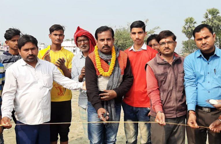 छपरा:सेमीफाइनल मैच मे संग्रामपुर की टीम ने रसीदपुर की टीम को 10 रन से पराजित किया