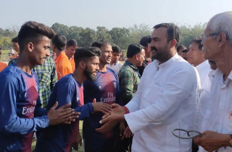 Chapra:पकहा के खिलाड़ियों ने मलखा चक को 01गोल से पराजित किया