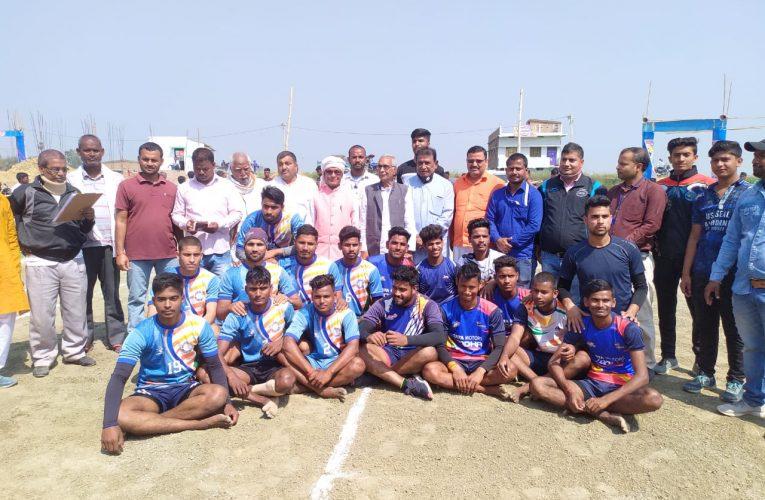 छपरा: 19 वी सारण जिला कबड्डी चैम्पियनशिप 2021 के छपरा जोन एवं गरखा जोन का मैच महादेव क्लब जटुँआ के सौजन्य से ग्राम