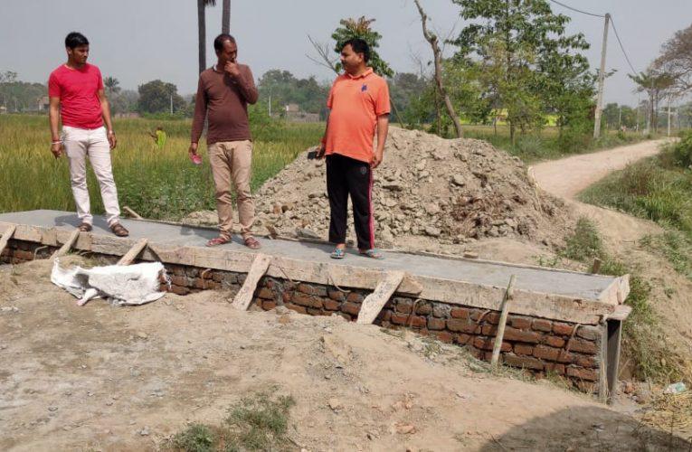 छपरा:सात निश्चय योजना से बदलेगी बहरौली गांव की तस्वीर,सीमेंटेड नाली का हो रहा निर्माण