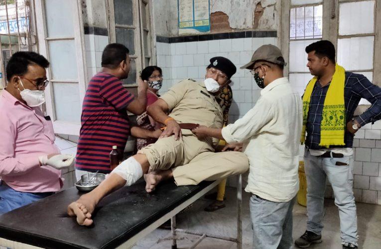 छपरा:मशरक पुलिस इंस्पेक्टर पर बंदर ने किया हमला, घायलावस्था में पीएचसी में भर्ती