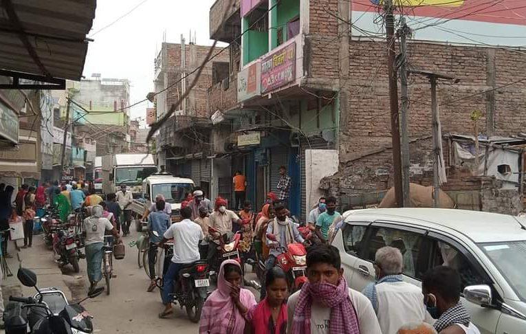 छपरा:अमनौर में सज रही है सभी प्रकार के दुकान,खुलम खुला हो रहा लॉक डाउन का उलंघन