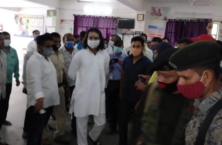 राजद नेता तेजप्रताप यादव ने सामुदायिक स्वास्थ्य केंद्र का किया निरीक्षण,अस्पताल में सुविधाओं का अभाव दिखा,